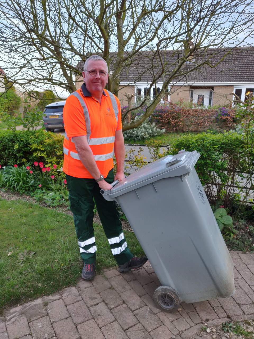 Cllr Dr Moseley recycles
